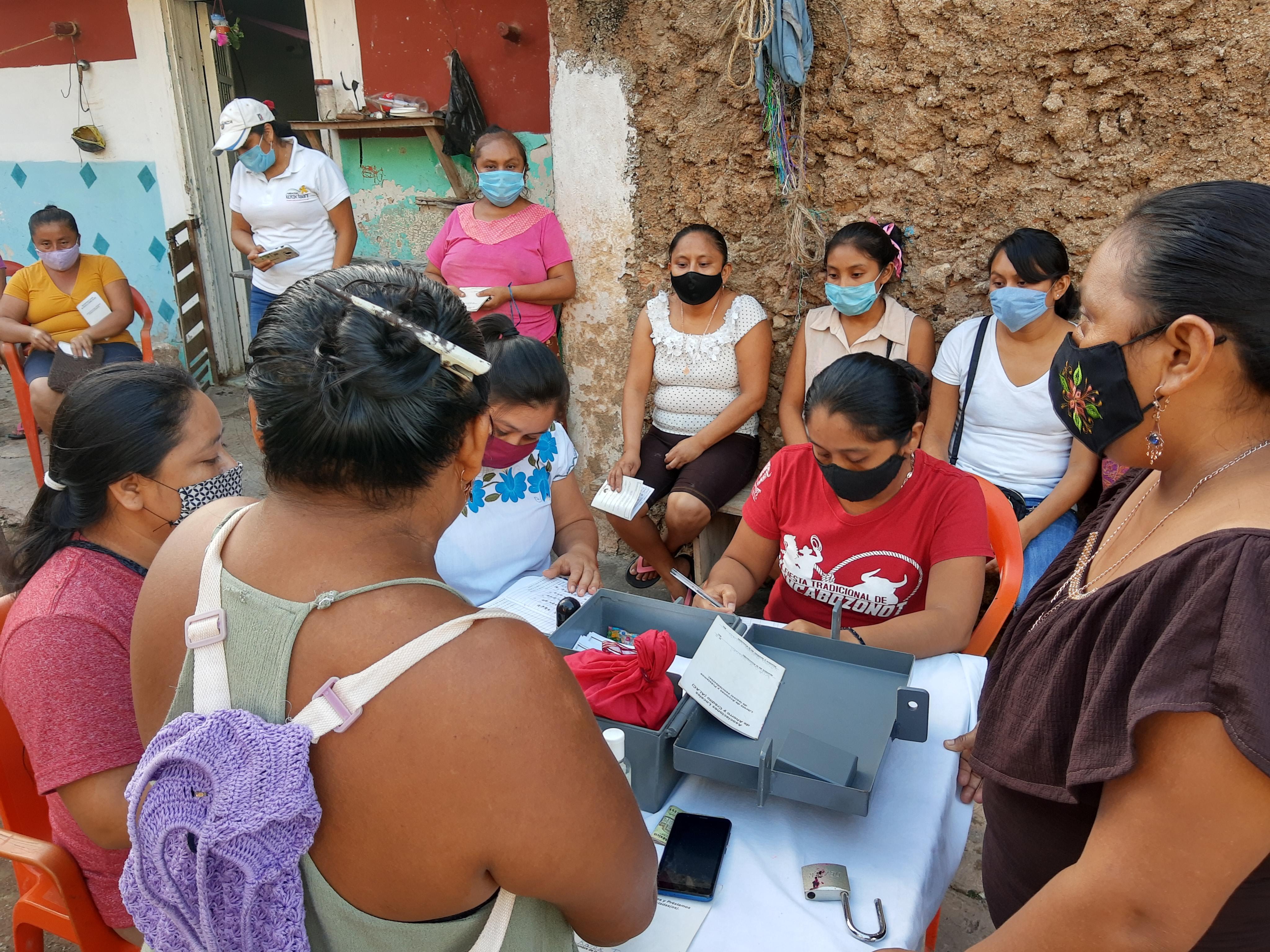Primer simposio de resultados y aprendizajes del programa de graduación con mujeres indígenas en pobreza extrema en Yucatán y Chiapas.